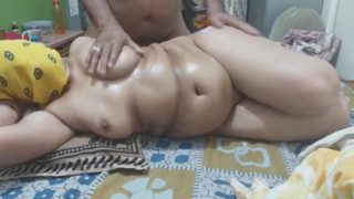 Indian Wives Porn – Hot Indian BBW Mature Aunty Ass Massage by Hubby